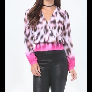 Bebe leopard haze ls banded surplice top XS